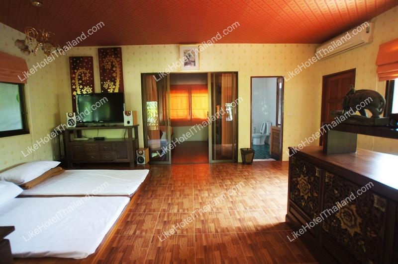 201 Royal Suite Cottage Living Room