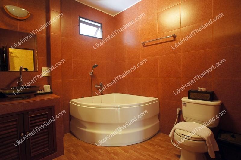 205 Junior Private Garden Suite