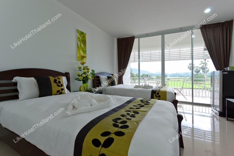 รูปของโรงแรม โรงแรม เพชรชะอำ พลาซ่า แอนด์ รีสอร์ท (ใกล้สวนน้ำซานโตรินี ใกล้สวิส ชีพ ฟาร์มแกะ ชะอำ)