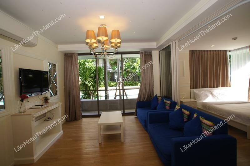 2 Bedrooms Pool Access