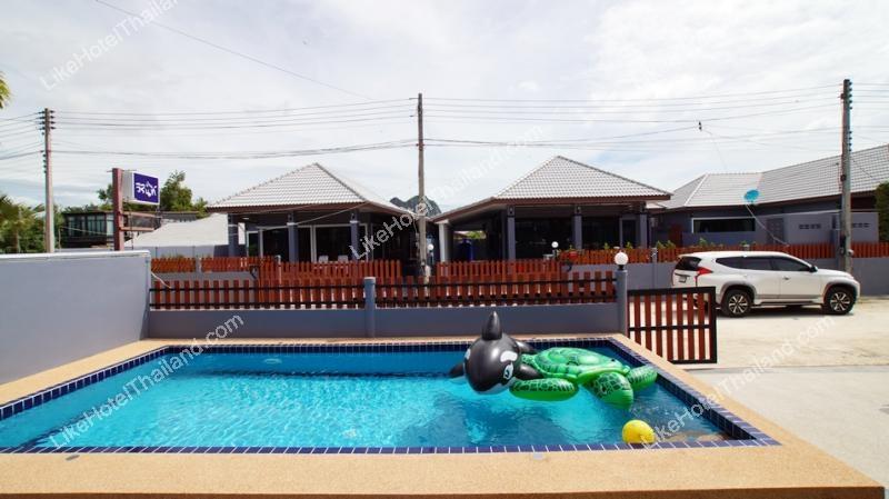 รูปของโรงแรม โรงแรม บ้านปลาวาฬ พูลวิลล่าชะอำ