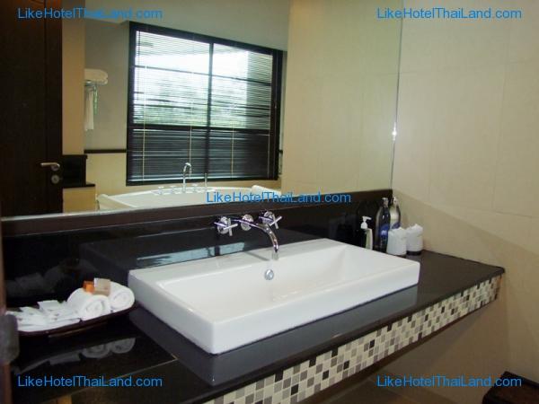 Suite @ Pool