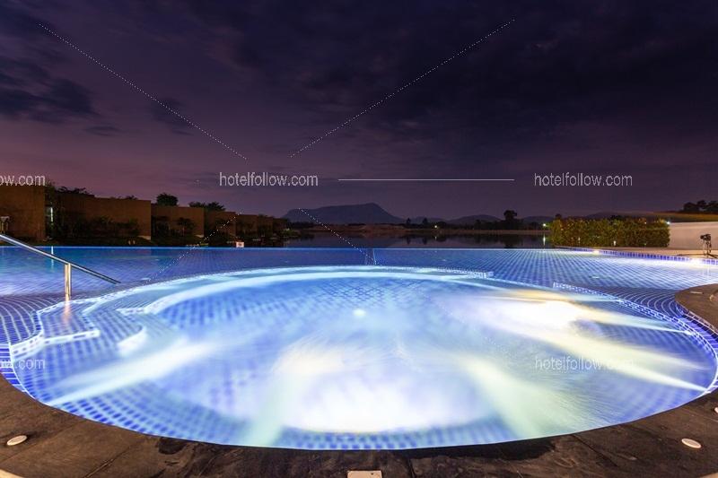 โรงแรม มอนโทโร รีสอร์ท หนองหญ้าปล้อง เพชรบุรี