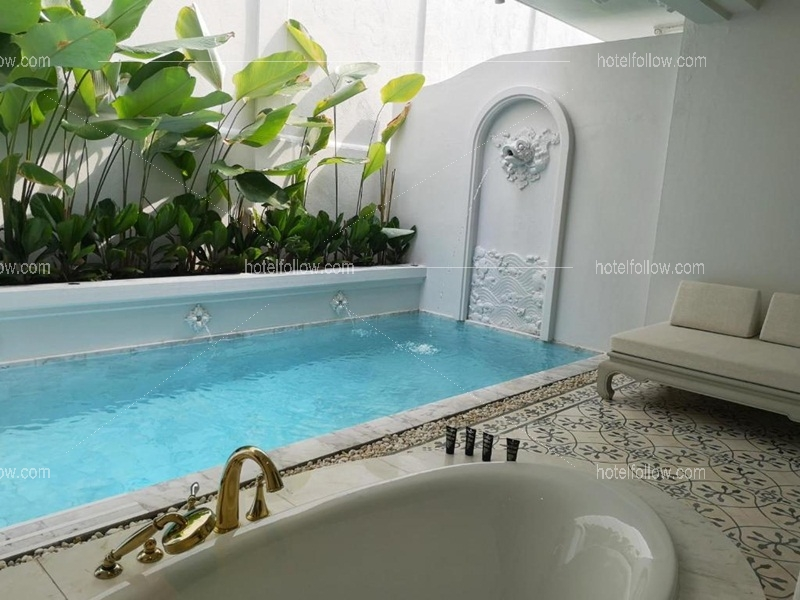 The Jacuzzi Pool Suites