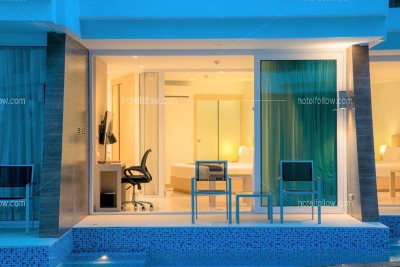 One Bedroom Suite Pool Access