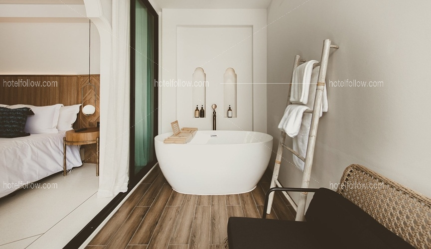 Grand Deluxe with Bathtub (Double or Twin Bed)