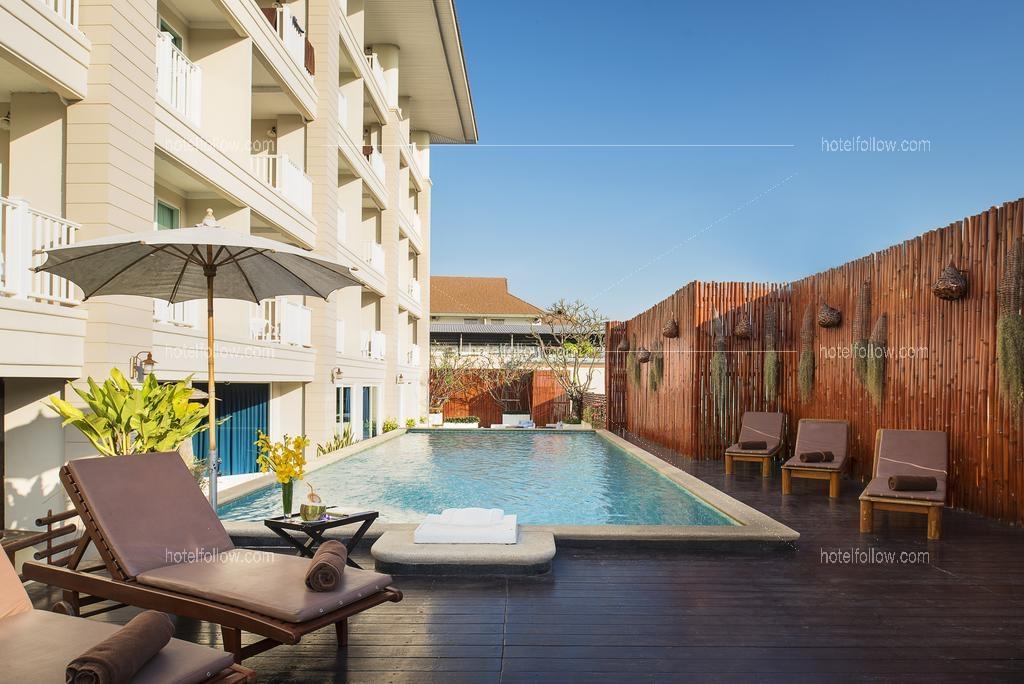 โรงแรม นิว ฮอร์ตัน โฮเทล หัวหิน (ชื่อเดิม มานะไทย หัวหิน) ( ใกล้ตลาดโต้รุ่ง ใกล้ถนนคนเดิน มีสระว่ายน้ำ )