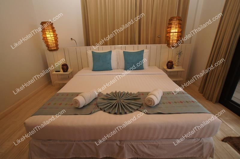 One Bedroom Beachfront Jacuzzi Villa