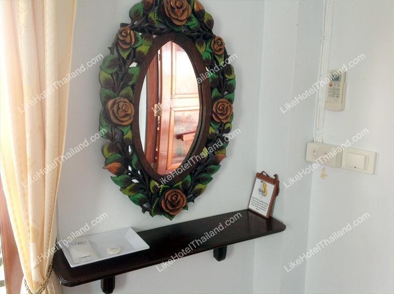 กระจกดูเก๋ไก๋ ของ  ดิ โอลด์ เชียงคาน บูติกโฮเทล