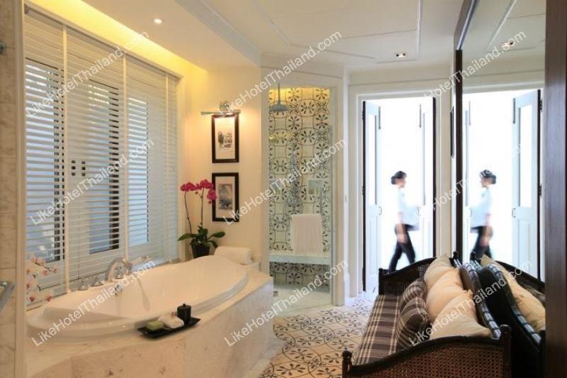 Louis Leonowens Pool Suite