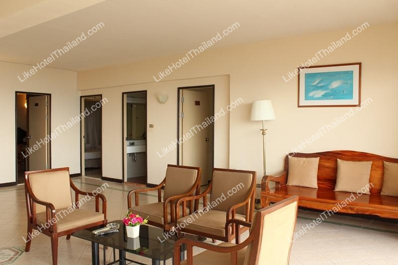 Family Suite 3 BR 1 Living Room (พัก 6 ท่าน)