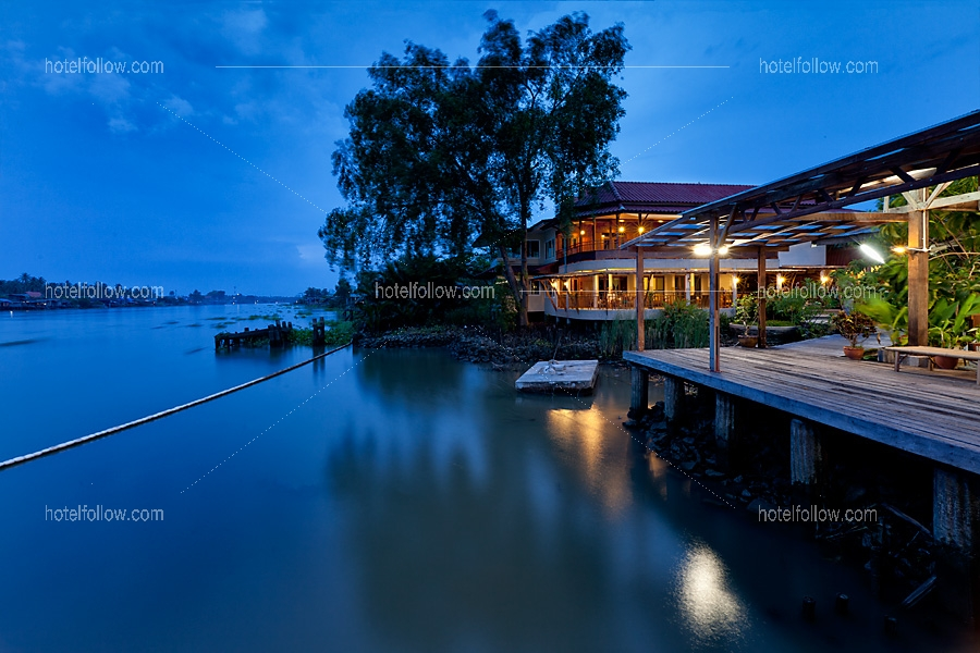 โรงแรม อัมพวาริเวอร์วิว สมุทรสงคราม (ติดแม่น้ำ)