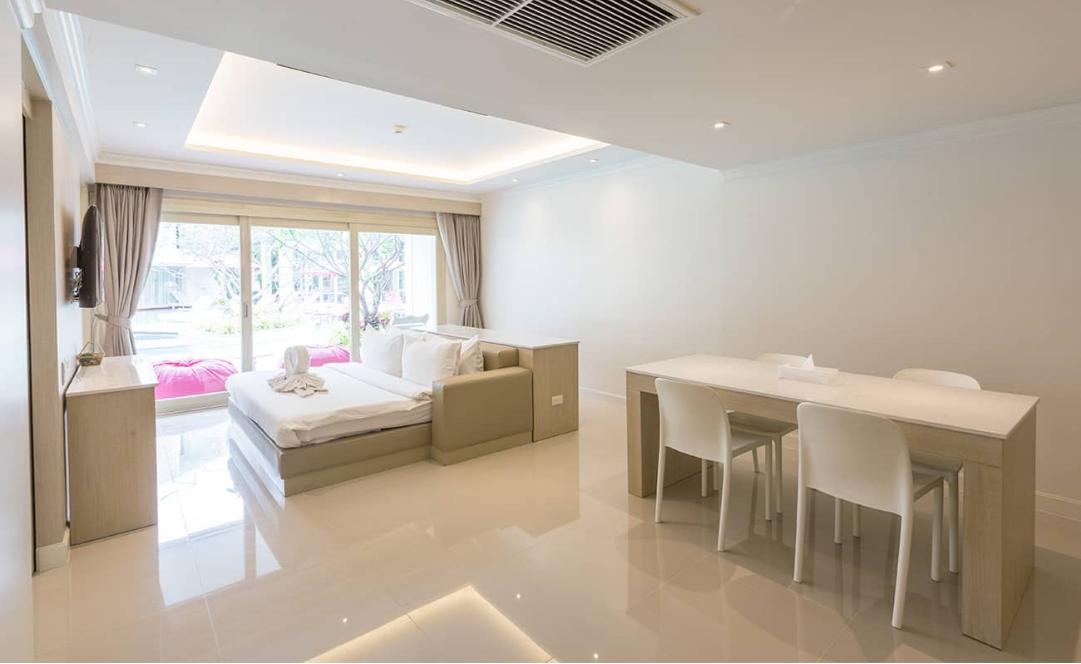 Suite Pool Side