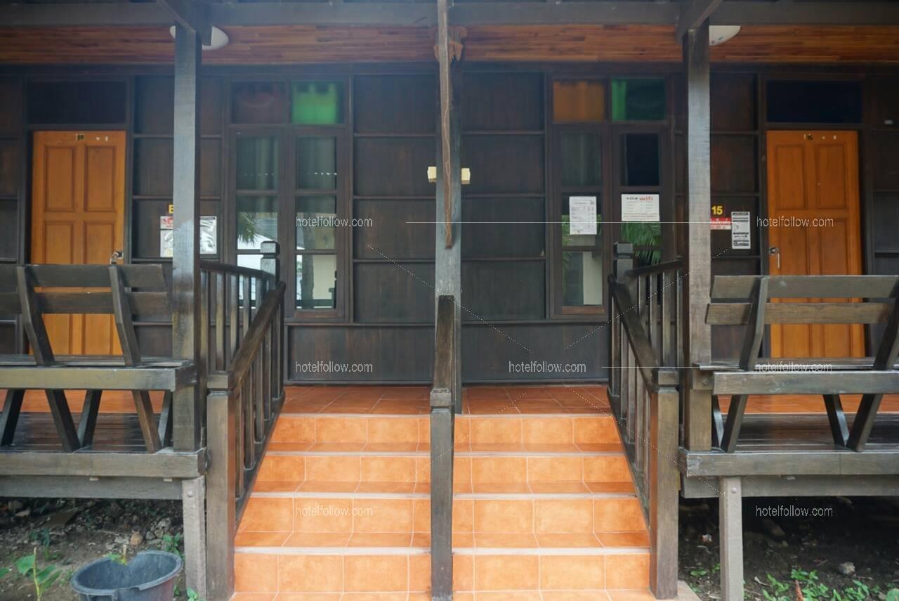 Zone B บ้านไม้ 2 ห้องนอน 2 ห้องน้ำ พัก 4 ท่าน