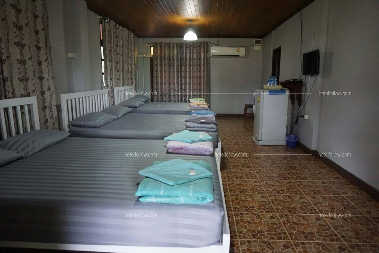 Zone B บ้านไม้ 2 ชั้น 4 ห้องนอน 4ห้องน้ำ พัก 20 ท่าน